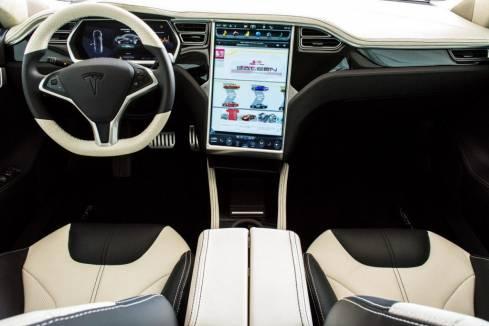 Салон электромобиля Tesla